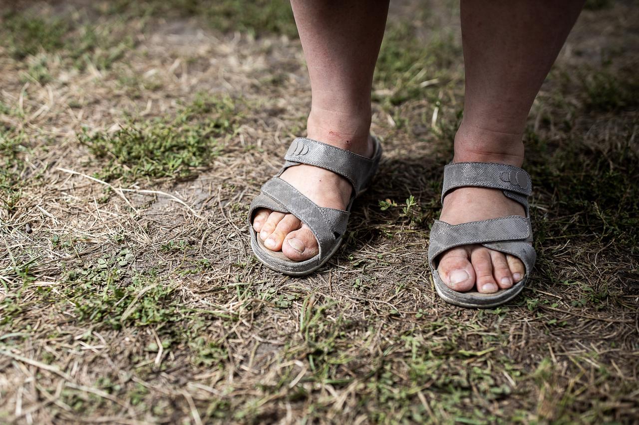 """""""Azért választottam ezt, mert most nyár van, és szeretem, ha szellőzik a lábam, és azért ilyen gyógybetéteset, mert szeretem, ha alá is van támasztva, mivel sajnos nem teljesen egészséges a lábboltozatom."""""""