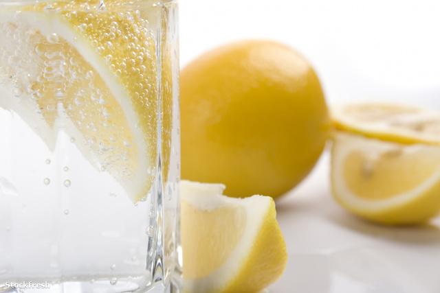 Divatba jött a citromos - vodka pedikűr