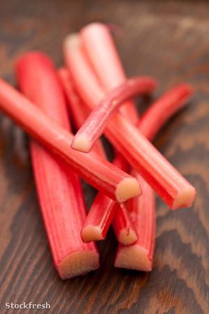 Piros rebarbara (van zöld színű is)