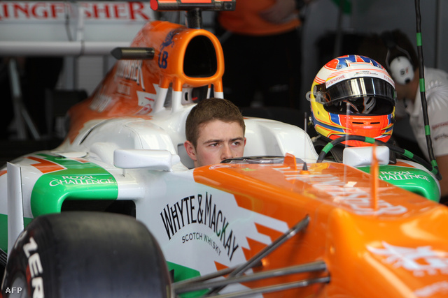 A skót Paul di Resta a Force India autójában