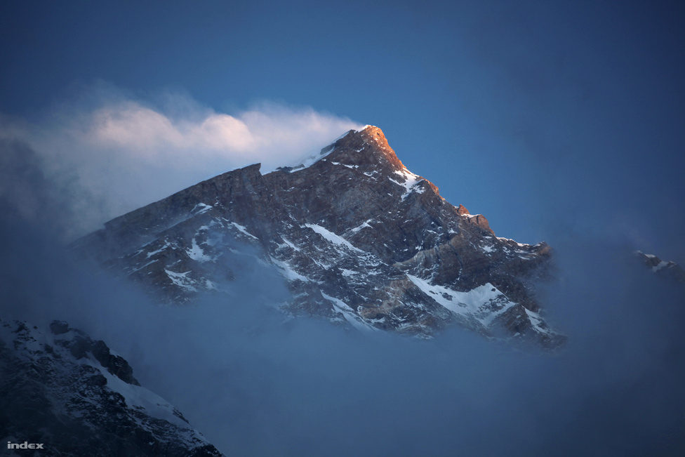 A hegy a csúcstámadás reggelén.
