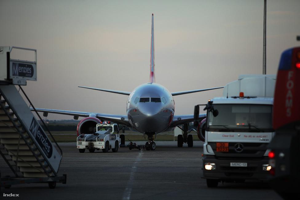A Jet2 fapados légitársaság korszerű, két sugárhajtóműves, középtávú repülésre alkalmas gépe utoljára készül felszálláshoz.