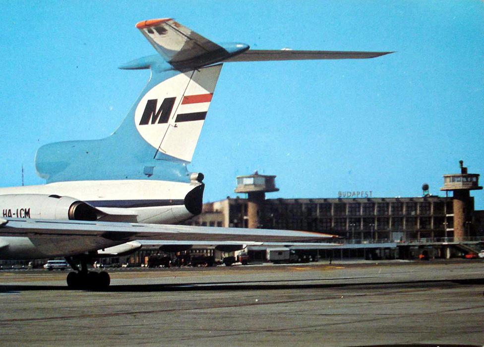 Malév Tu-154 képes a reptéri betonon, a 70-es, 80-as években.