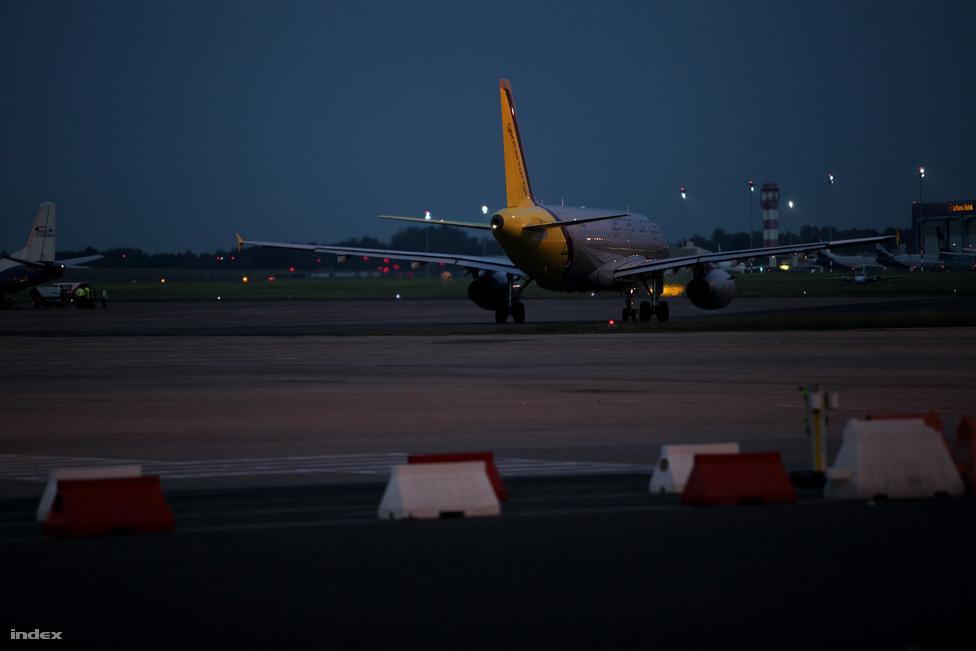 Esti fények 2012. május 29-én, amikor  a Germanwings stuttgarti járata utolsóként hagyta el a repülőteret.