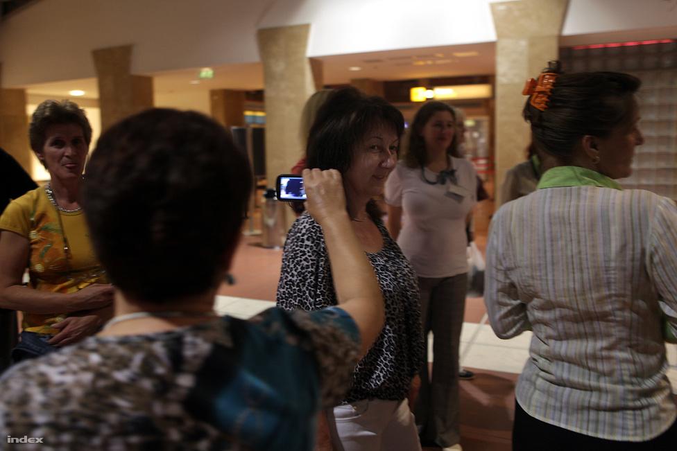 Kedd este összegyűltek a dolgozók, hogy búcsút vegyenek egymástól és a termináltól.