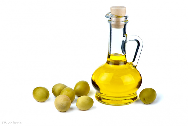stockfresh 257604 small-decanter-with-olive-oil-and-some-olives-