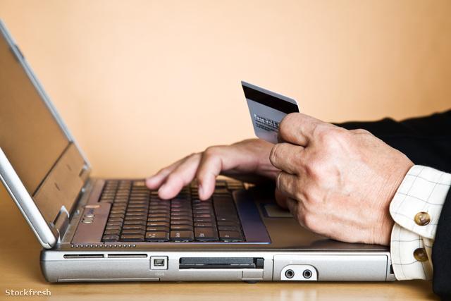stockfresh 171033 senior-businessman-buying-online sizeM