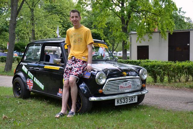 Dennis, alias Varga Dénes, aki Angliában tanul, onnan is jött az IMM-re, és egy nappal az út előtt rakta össze az autóját