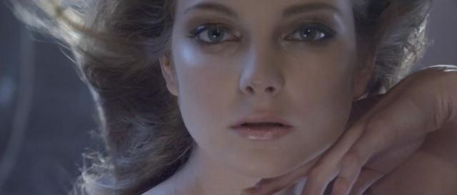 Mihalik Enikő az Apollo Rising videóban