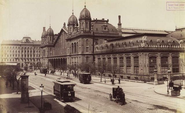 A Nyugati pályaudvar és a Teréz körút 1890 körül.