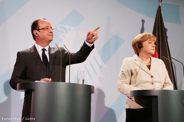Francosi Hollande, újdonsült francia elnök és Angela Merkel