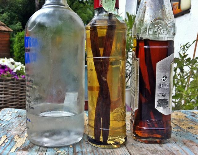 Vodka, félig kész vaníliakivonat, kész kivonat