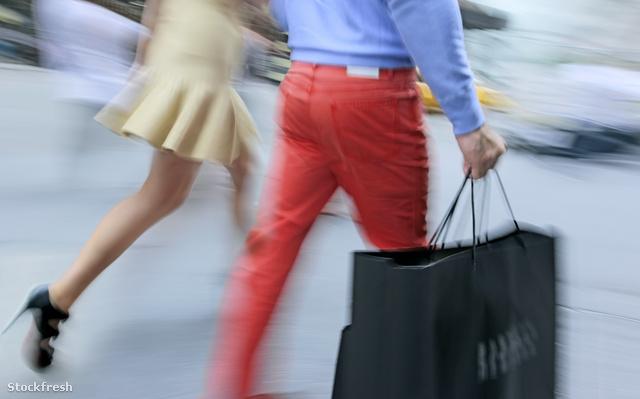 stockfresh 433280 shopping-rush-hour-blurred-motion sizeM