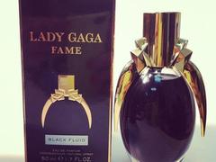 Lady Gaga parfümje fekete és tiniszagú