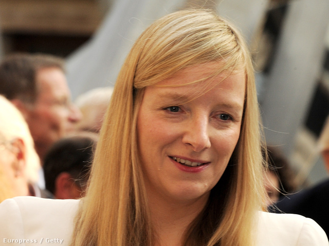 A Brit Birodalom Rendjének tiszti fokozatával kitüntetett Sarah Burton
