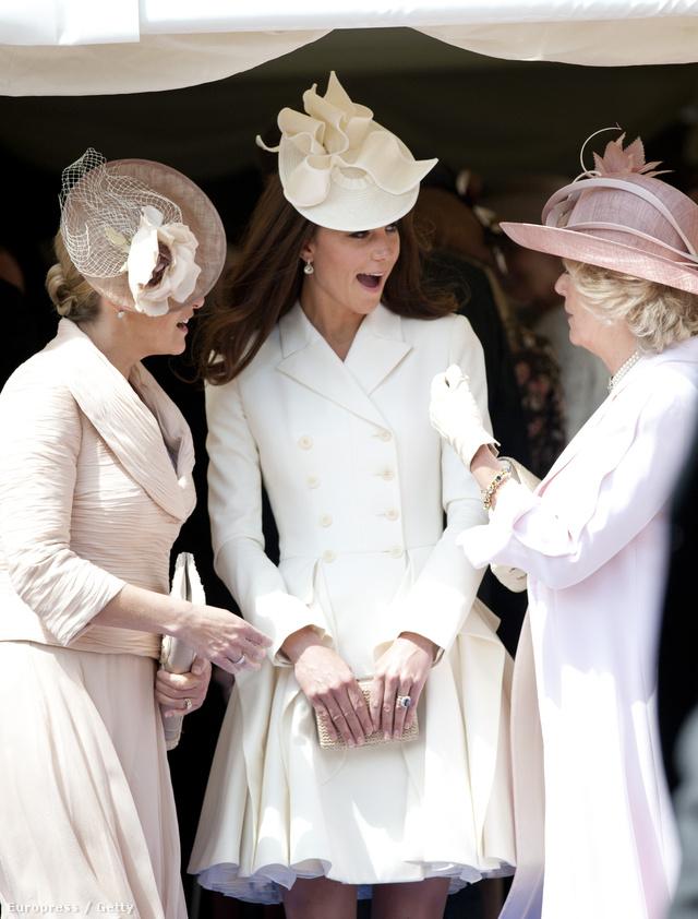 Kate Middleton és hozzá öltözött családtagjai