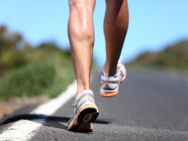 stockfresh 1690067 running-sport-shoes-on-runner sizeM