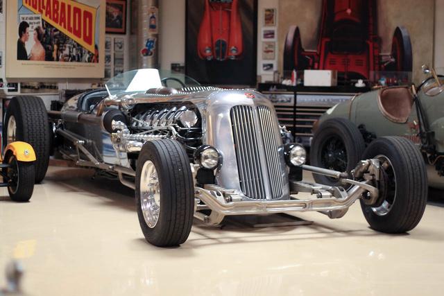 A Tank Car-t eredetileg Randy Grubb és Mike Leeds építették,kiállítási darabnak. Miután Leno megvette...