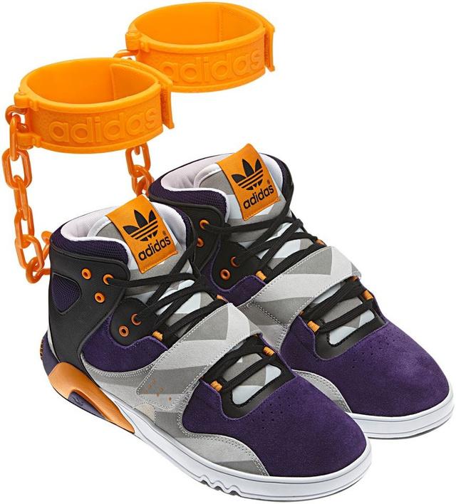 Jeremy Scott rabszolgatartásra emlékeztető cipője