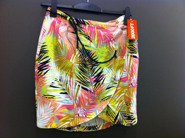 H&M: A szoknyát már leárazták, így csak 2000 forint.