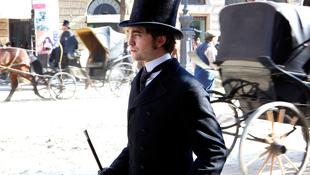 Robert Pattinson szépfiúként meggyőzőbb, mint vártuk