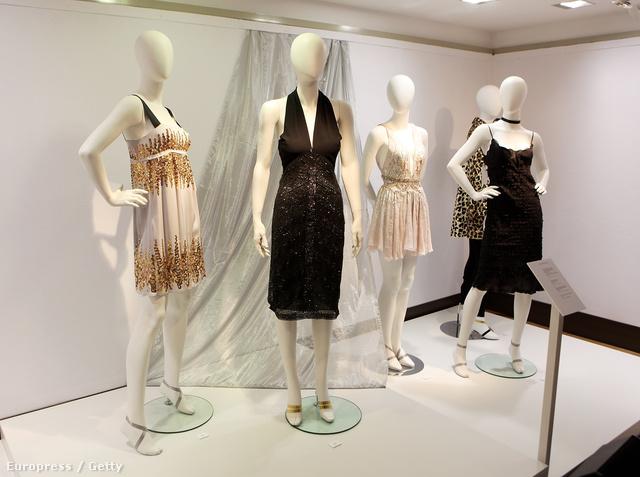 Daphne Guinness ruháinak árverése a Christie's-ben