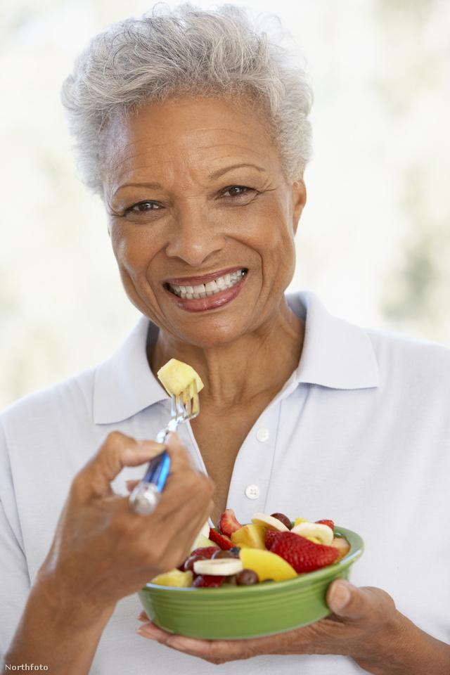 A sok zöldség, gyümölcs fiatalon tart.