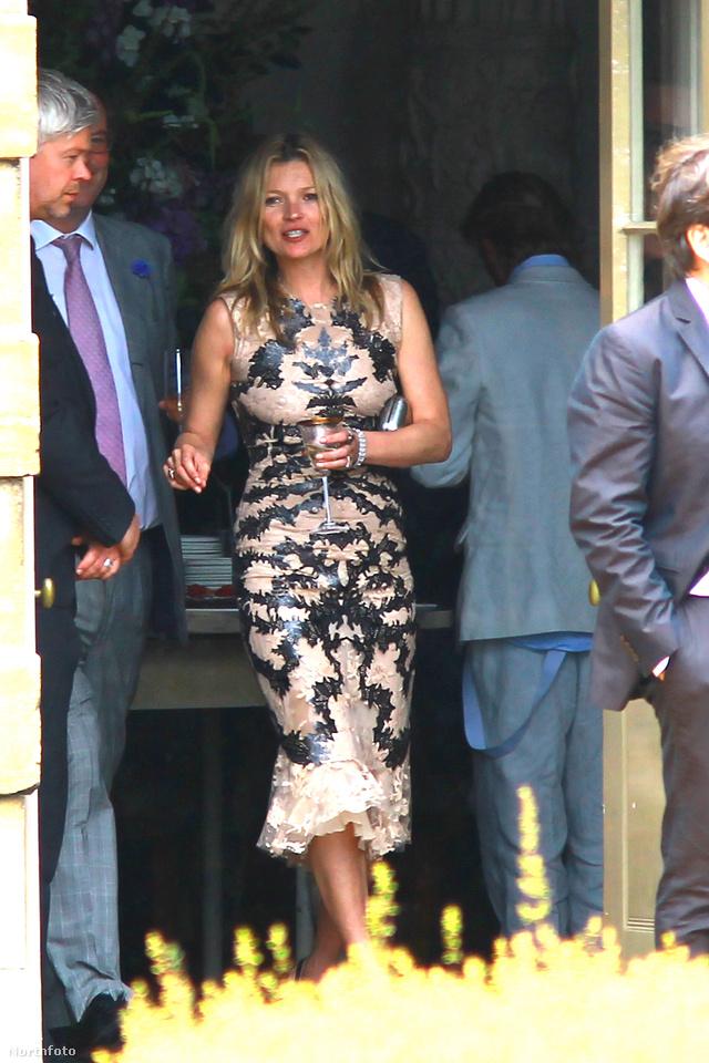 Előnytelenül Jade Jagger esküvőjén