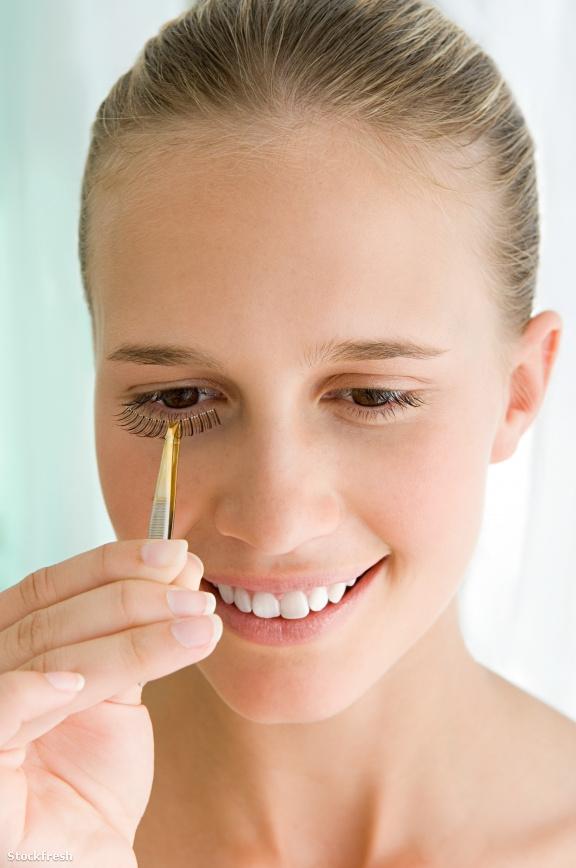 stockfresh 1347718 young-woman-applying-false-eyelashes sizeS