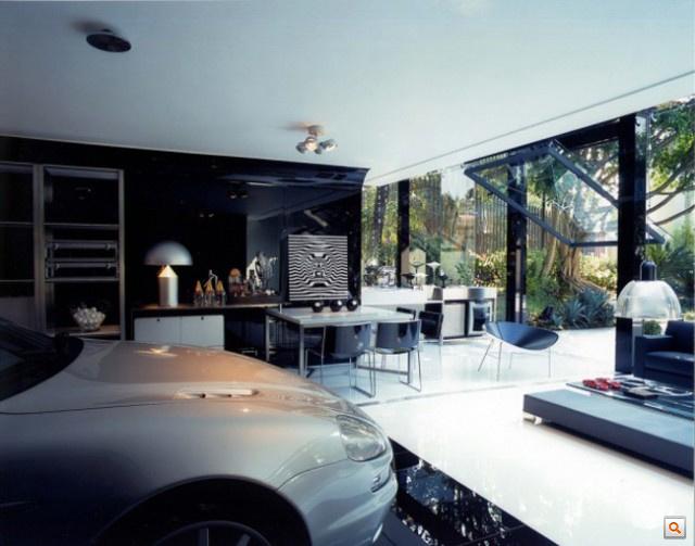 Modern-Live-In-Garage2-640x503