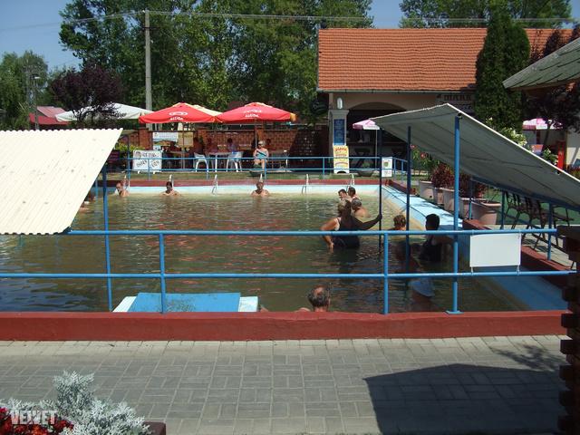 A másik nagy medence egy picit melegebb.