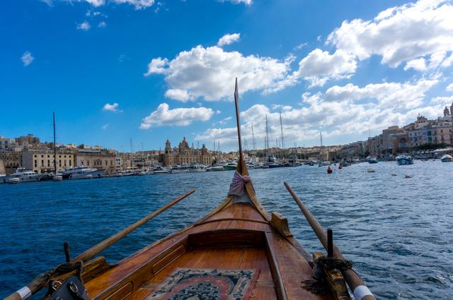 Dhajsázás a tengeren - kihagyhatatlan program Valletta kikötőjében.