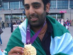 Kamu olimpiai bajnok járja London utcáit