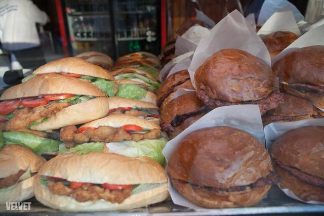 Óriás hamburger éheseknek