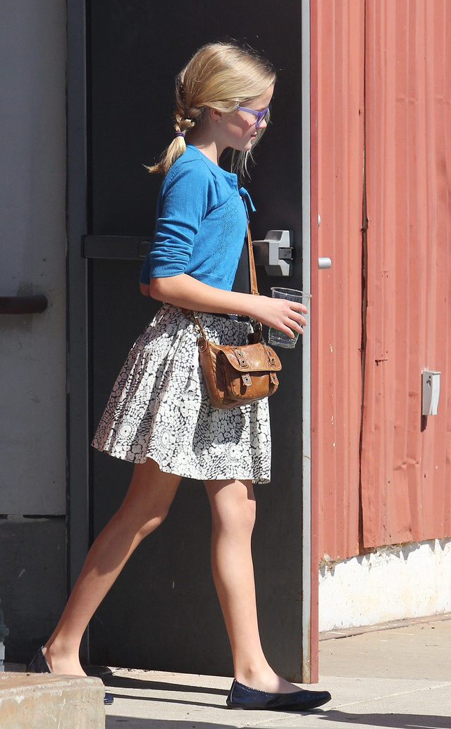 Reese Witherspoon lánya, a 12 éves Ava Phillippe templomba ment a családdal