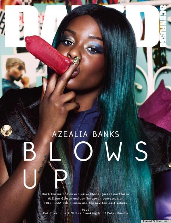 Azelia Banks szivarozik
