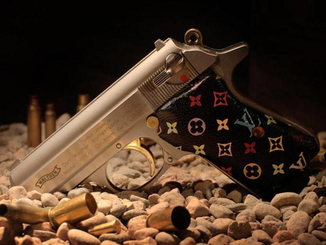 Nem a francia cég dobta piacra a LV logós fegyvert