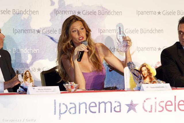 Giselle Bündchen, aki a világ legjobban kereső modellje volt, és saját papucsmárkát is piacra dobott.