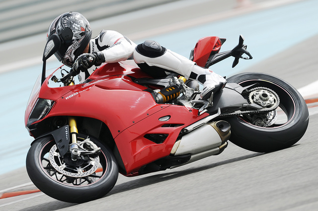Ducati-1199-Panigale-action-3