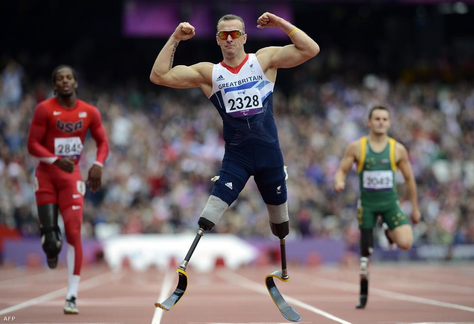 Az angol Richard Whitehead a férfi 200 méteres síkfutás bajnoka.