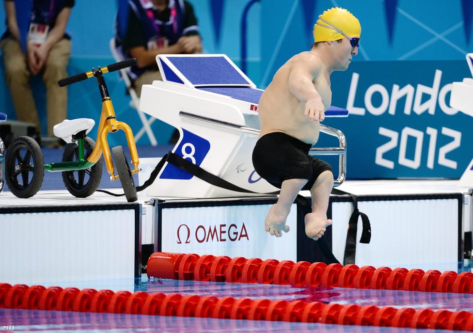 Az ausztrál Grant Patterson készül a rajthoz  az S3 rokkantsági kategóriájúak férfi 50 méteres gyorsúszásának előfutamában.