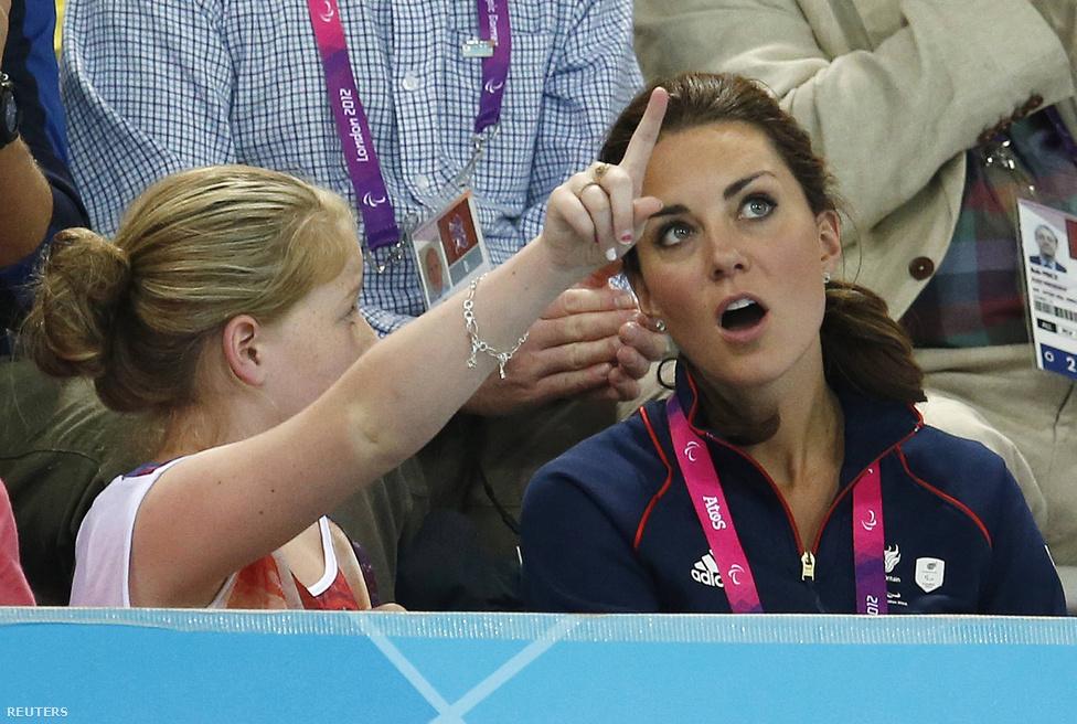Katalin hercegnő és a királyi család többi tagja is a helyszínről követi a paralimpia versenyeit.