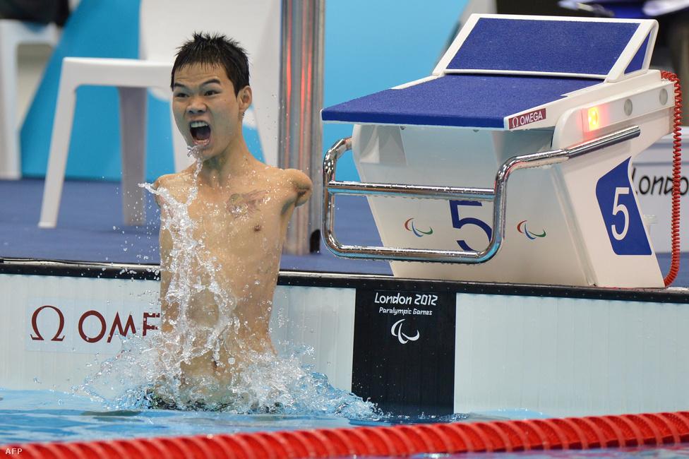 A kínai Zheng Tao rekordot úszott 100 méteres hátúszásban.