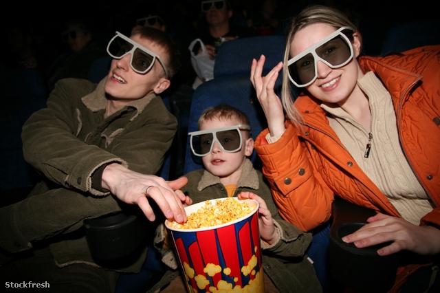 stockfresh 646893 family-in-stereo-cinema-focus-on-popcorn sizeS