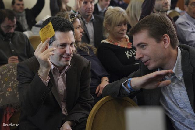Schiffer András és Jávos Benedek az LMP kongresszusán