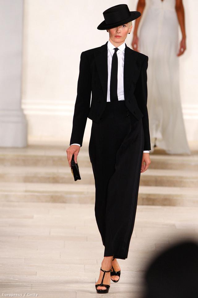 Ralph Lauren klasszikus,elől kivágott cipője jövőre is menő lesz.