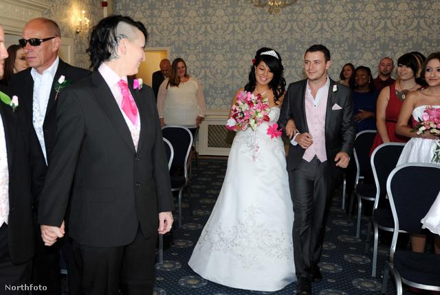 Kerry De'ath és Sarah Woodford esküvője