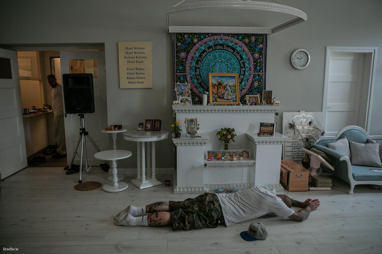 Oltár az egri Haré Krisna Központban