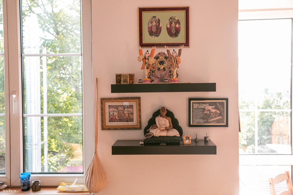 Házi oltár Gulab és Rozi otthonában