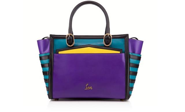 Louboutin nem csak cipőket tervez ám: ez a színes bőrtáska 1295 euro (360 ezer forint)